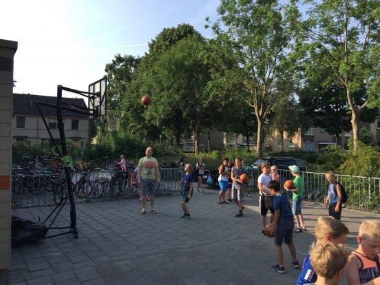 Mobiele basket op Dirk van dijkschool